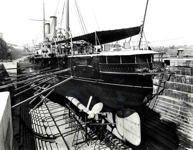 HMSRoyalArthur-Ship_docked_at_Cockatoo_Island