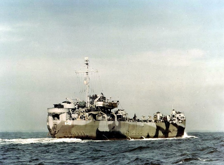 LST-942 in 1944