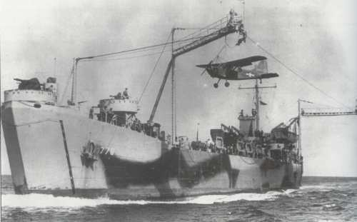 USS_LST-776_with_Brodie_system_front_view_during_testing_1943