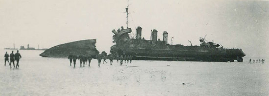 L'Adroit stranded at Dunkirk