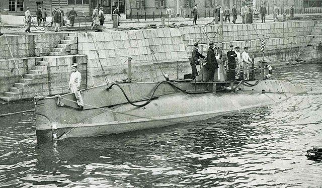 Holland N°1, first Japanese Submarine