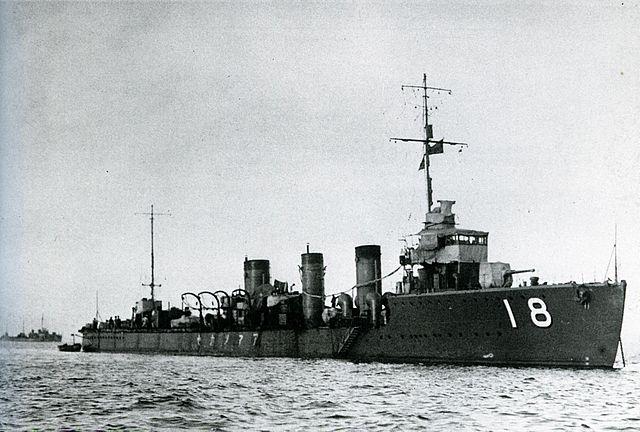 Japanese destroyer Amatsukaze on patrol in Yangzi River, China