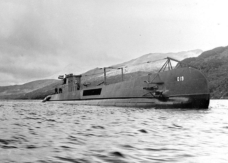 HNLMS O19 in Holy Loch