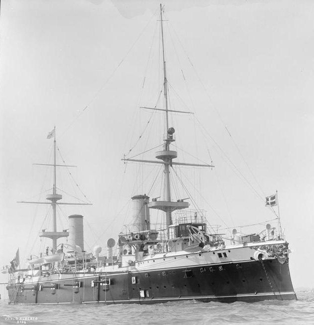 Italian_armoured_cruiser_Carlo_Alberto_1902