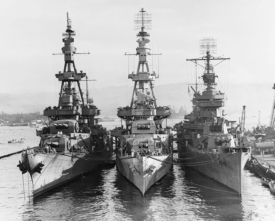 Comparison between the Pensacola sister ships and USS New orleans at pearl Harbor October 1943.