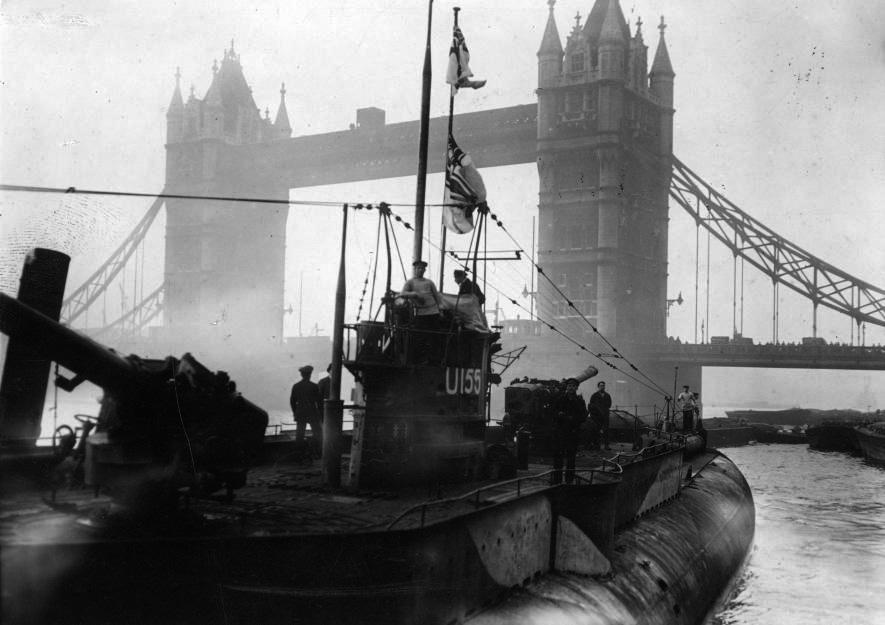 U-115 paraded under tower bridge