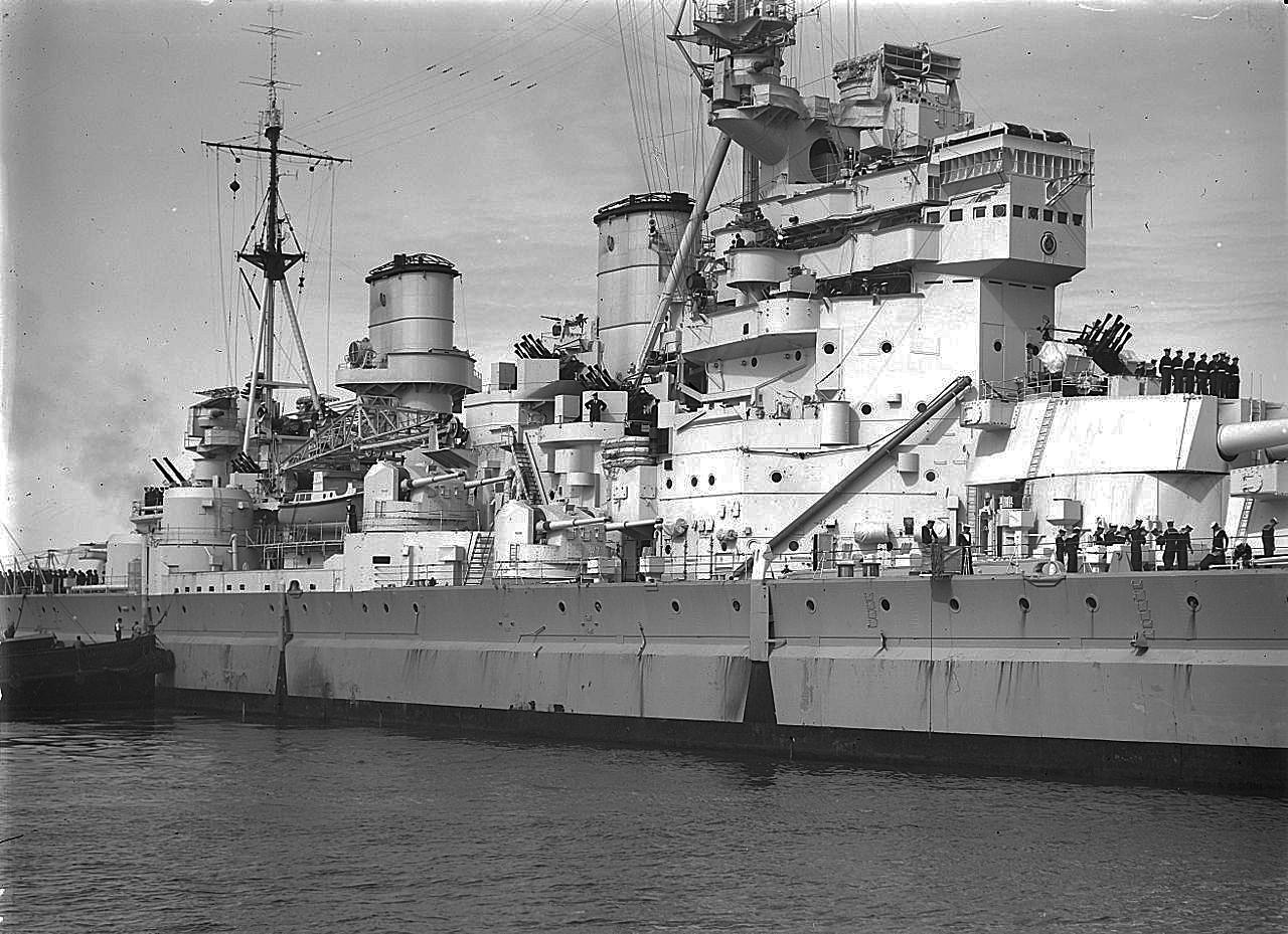 HMS_King_George_V_midships_HD-detail