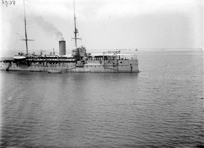 HNLMS Hertog at Hendrik at Makassar strait