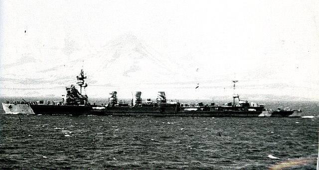Japanese_cruiser_Kiso_in_1942-camo