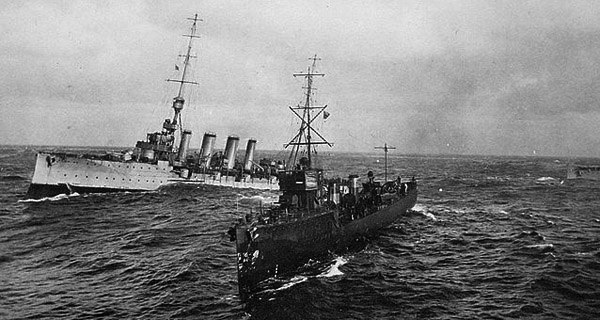 HMS Liverpool towing crippled HMS Audacious