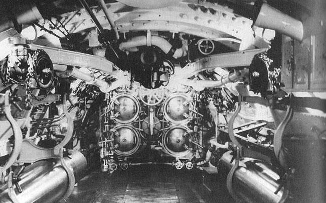 USS H5 torpedo room