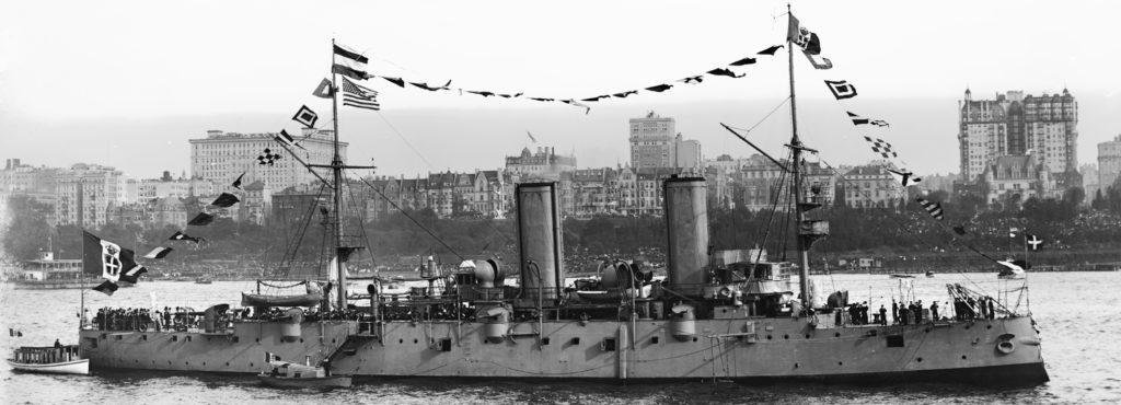 Etruria in the Hudson 1909