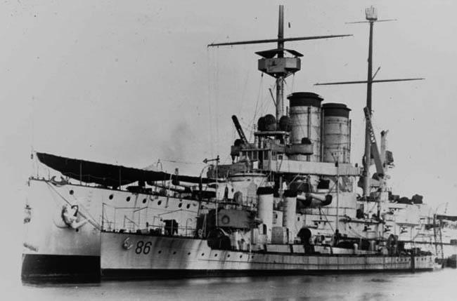 Austro-Hungarian_torpedo_boat_86F_and_Herzerzog-Franz-Ferdinand