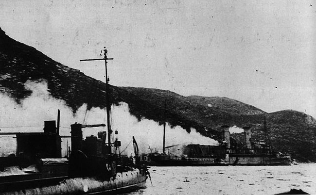Ben-my-Chree_underfire_11_January_1917