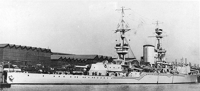 HMS Furious aft 18-in gun