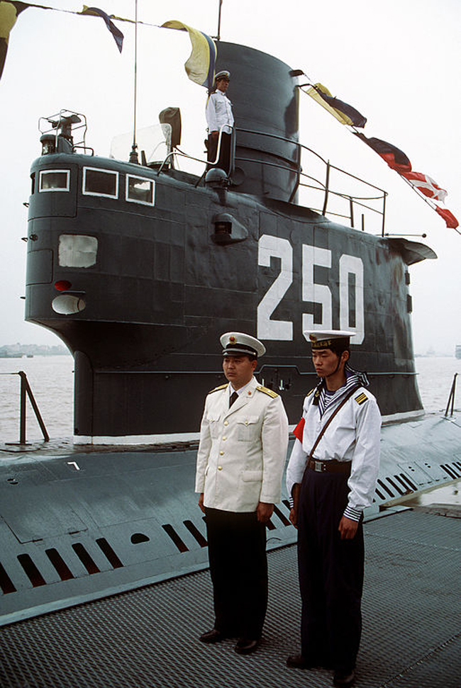 Crew of a Type 033 submarine