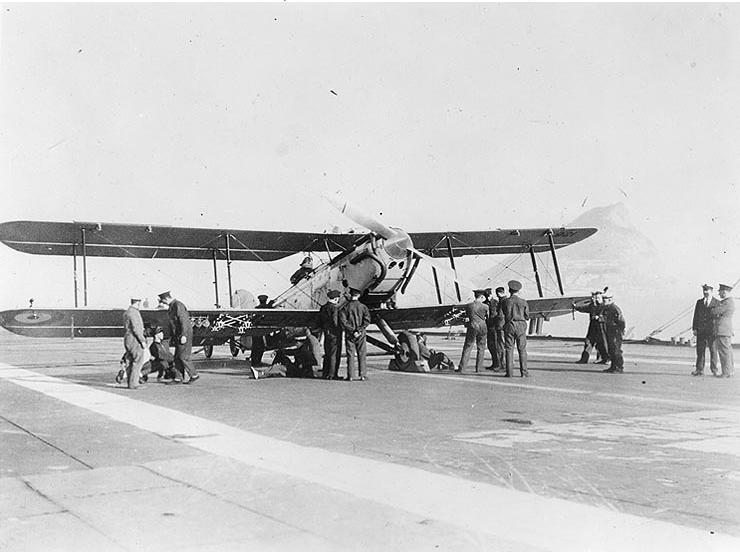 Fairey IIID on HMS Furious