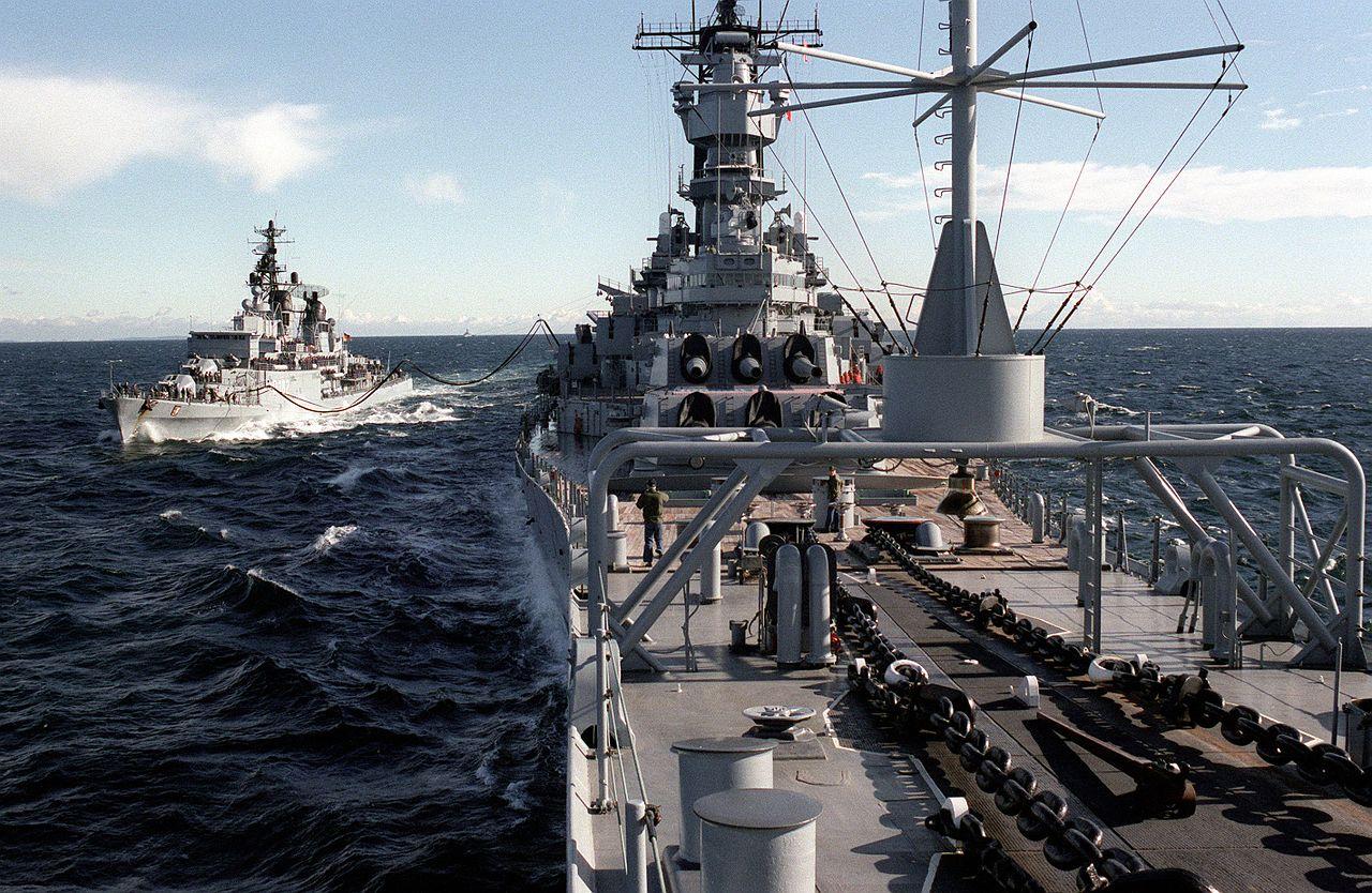 Schleswig-Holstein_D-182_refuelled_by_USS_Iowa