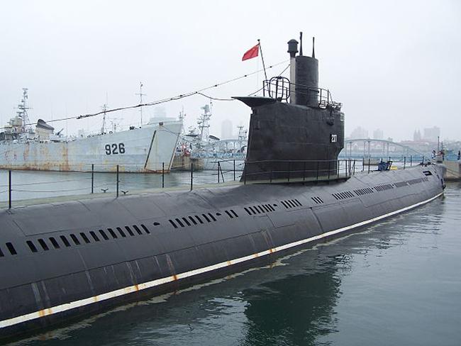 Type 033 submarines