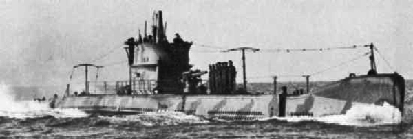 A modernized, camouflaged squalo boat showing its 102mm/35 Schneider-Creusot model 1914 gun