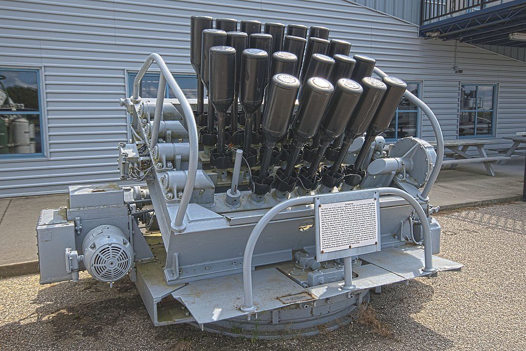 A_hedgehog_launcher_on_display_USS-Silversides-museum-Muskegon