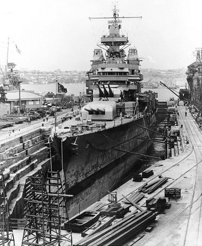 USS_Portland_drydock_Cockatoo_Island_Dockyard_late_1942