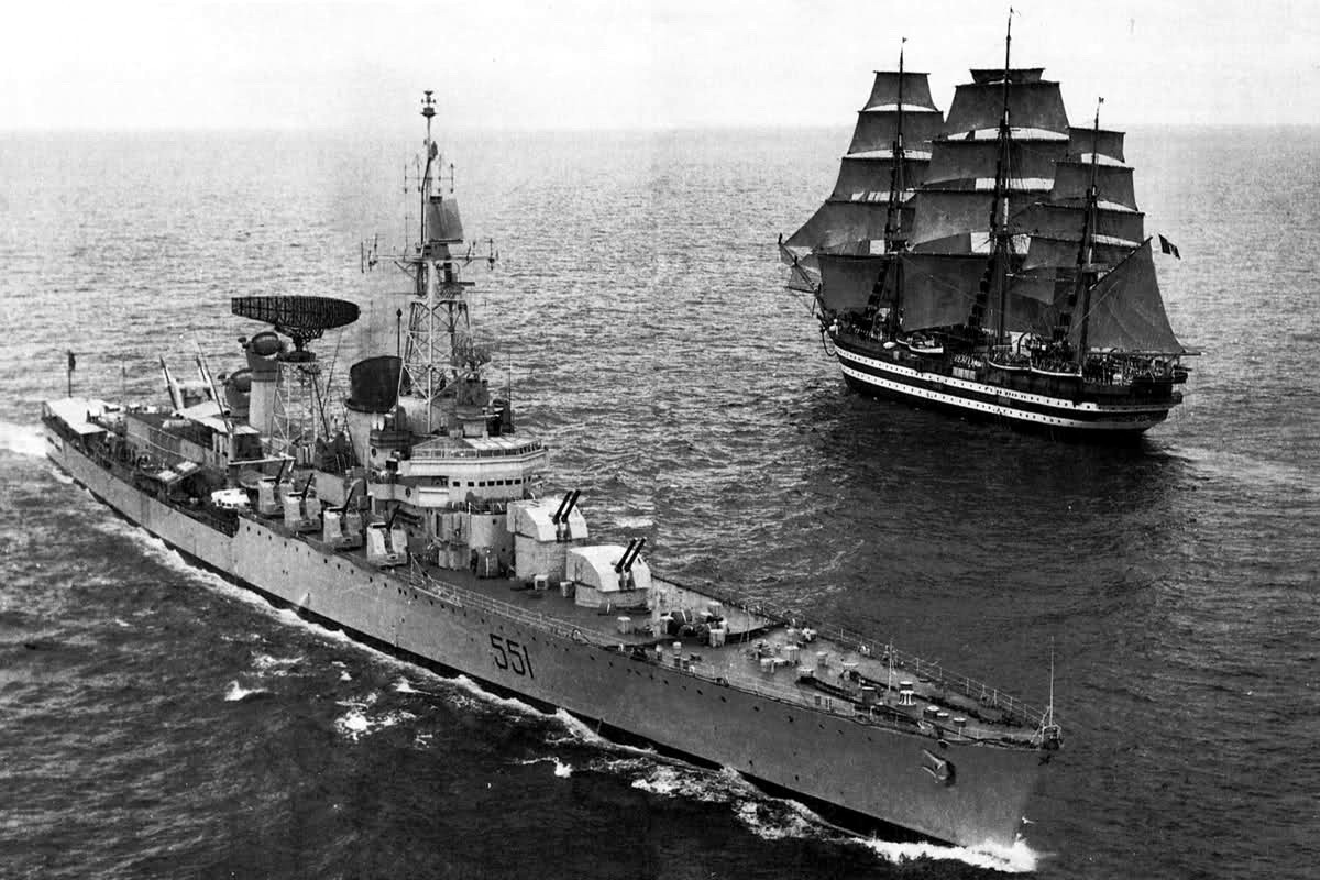 For the record: Nice photo showin the Garibaldi and Vespucci off Naples in 1968