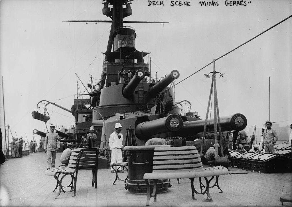 Deck scene Minas Geraes