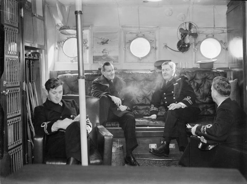 HMCS Niagara crew in the war room