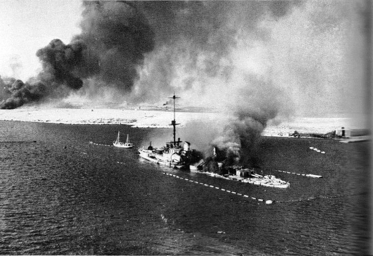 Italian_cruiser_San_Giorgio_scuttled_at_Tobruk_1941