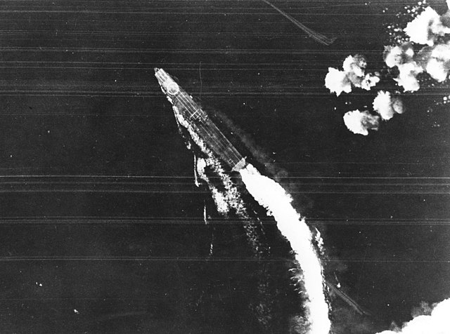 Hiryu manoeuvering to avoid bombs, 4 June 1942