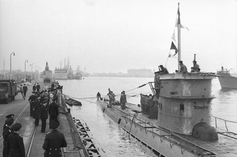 U-37 entering at Cuxhaven