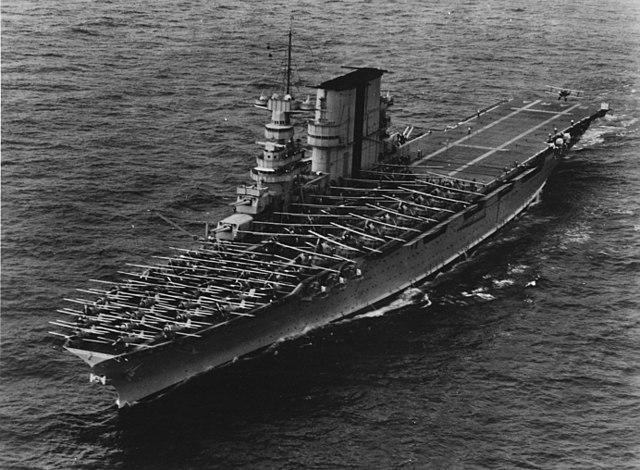 USS Saratoga landing planes in 1935