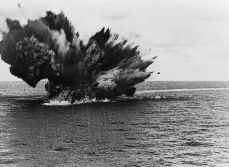 HMS_Barham_explodes