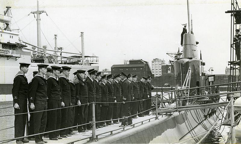 HMS Draken and crew