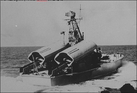 An Egyptian Komar boat patrolling off Suez in 1975