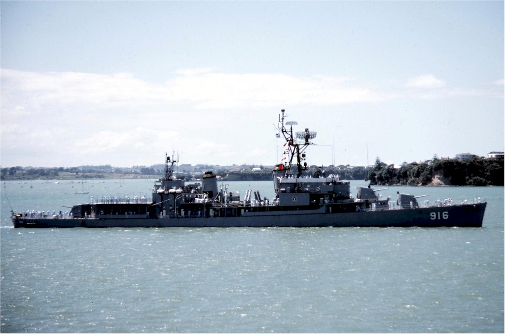 ROKS Jeongbuk in Auckland in the 1980s - src navsource.org