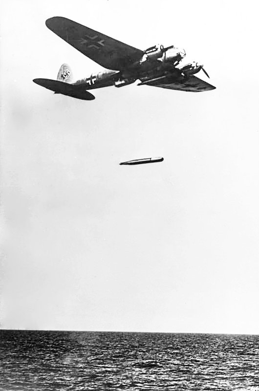 Heinkel_He_111-launching-torp