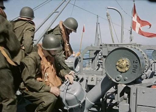 crew-preparing-K-guns-andDC