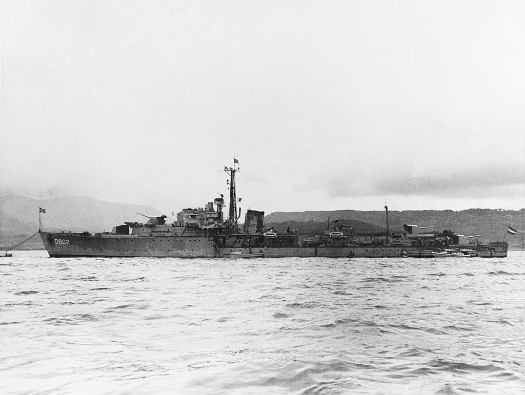 Dutch_destroyer_Hr.Ms_._Evertsen_Yokosuka_1951