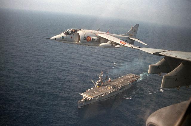 AV-8S Matador above SNS Dédalo in the early 1990s