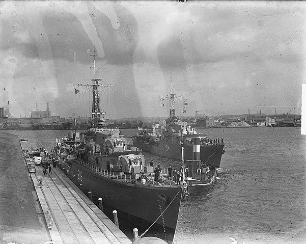 HMCS Huron and Micmac in Amsterdam