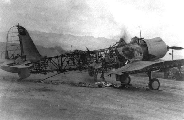 SB2U-3 burnt at Ewa airfield Pearl Harbor, 7 december 1941