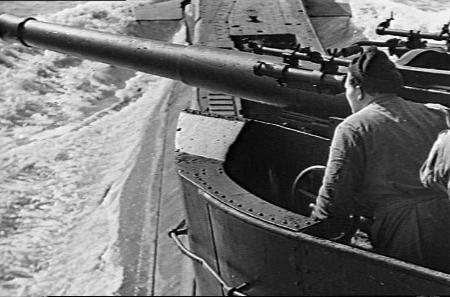 QF 4 inch Mk XII gun fired from a T class submarine