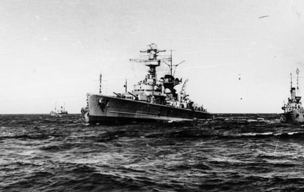 Bundesarchiv_Lutzow_at_sea