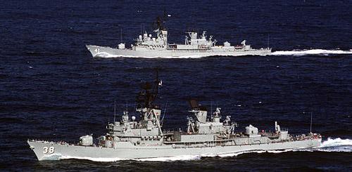 HMAS_Perth_D38_and_HMAS_Brisbane_D41-ex-Kangaroo
