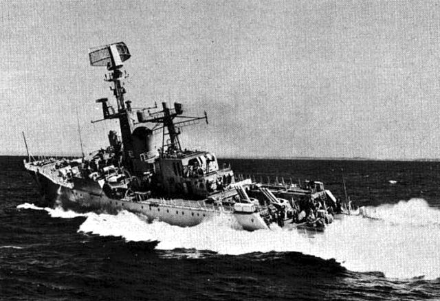 HMAS_Yarra_DE_45_underway_c1962