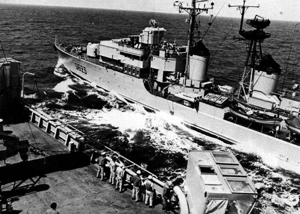Cassard refuelling from USS Savannah on 1974