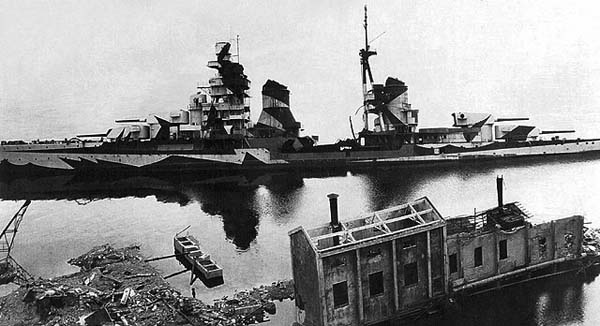 Gorizia painted in dazzle camouflage in 1942