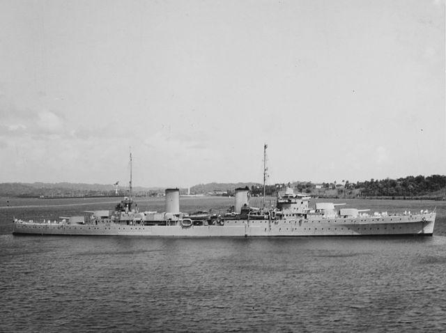 HMAS Perth in Gatun Lake, Panama, March 1940.